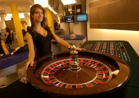 live-roulette-dealer-casino