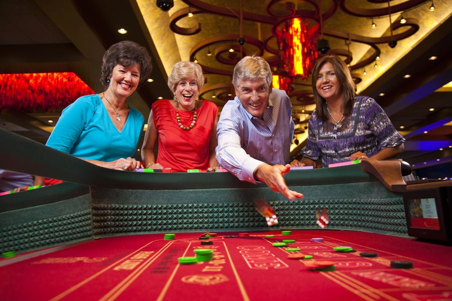 playing-craps-in-casino