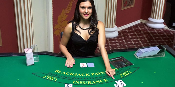 blackjack-casino-live-girl