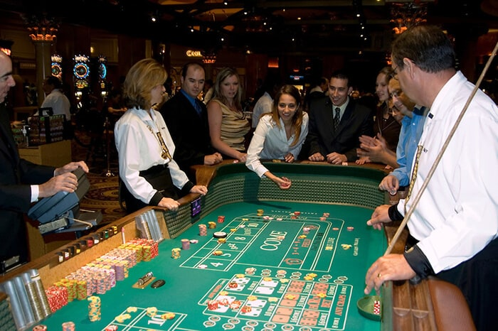 dealers naked craps las vegas