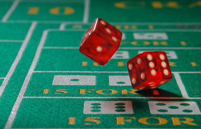 craps dice and table