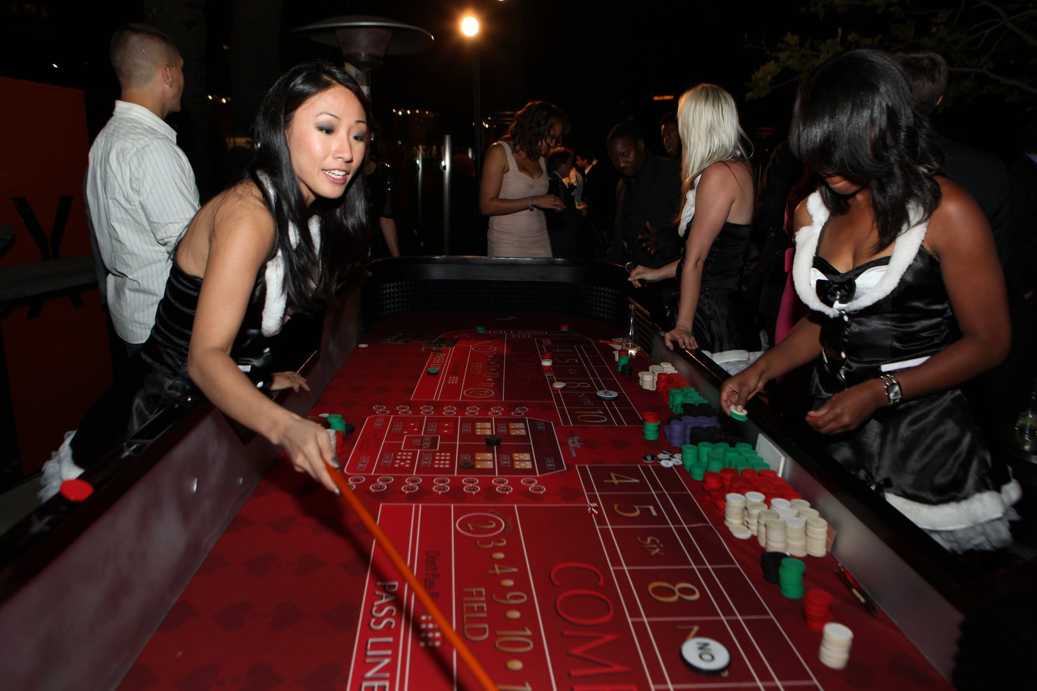 brick and mortas casino craps dealers
