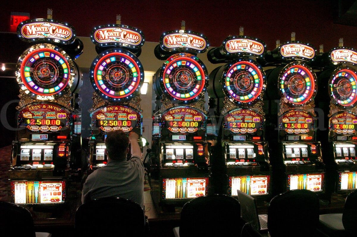 Screenshot of Monte Carlo slot machines in casino